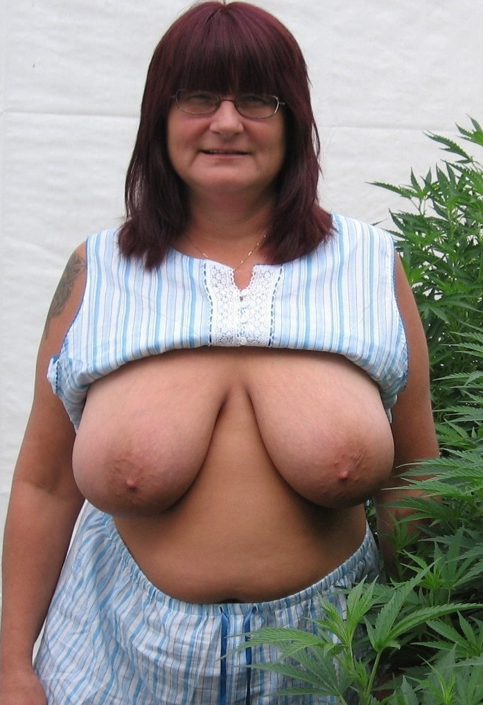Alleinstehende Omas, Frivole Frauen – Helga ist dabei.
