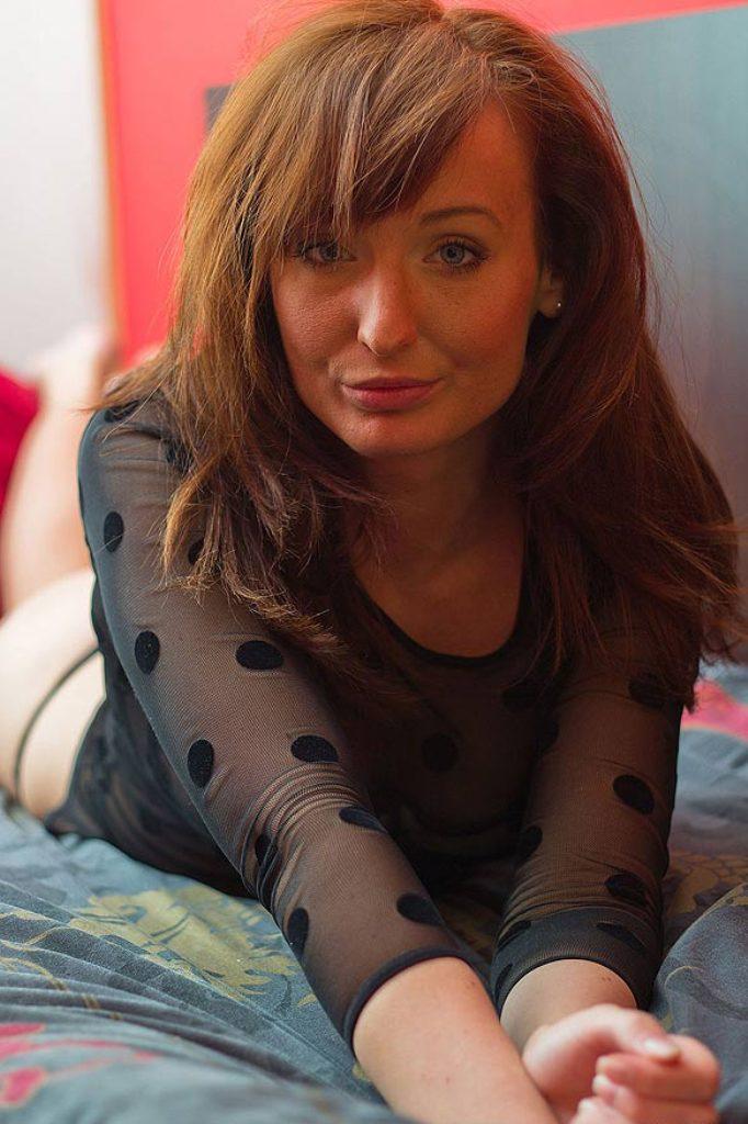 Spermageile Frau, Gepiercte Gilfs – Gesine hat Interesse.
