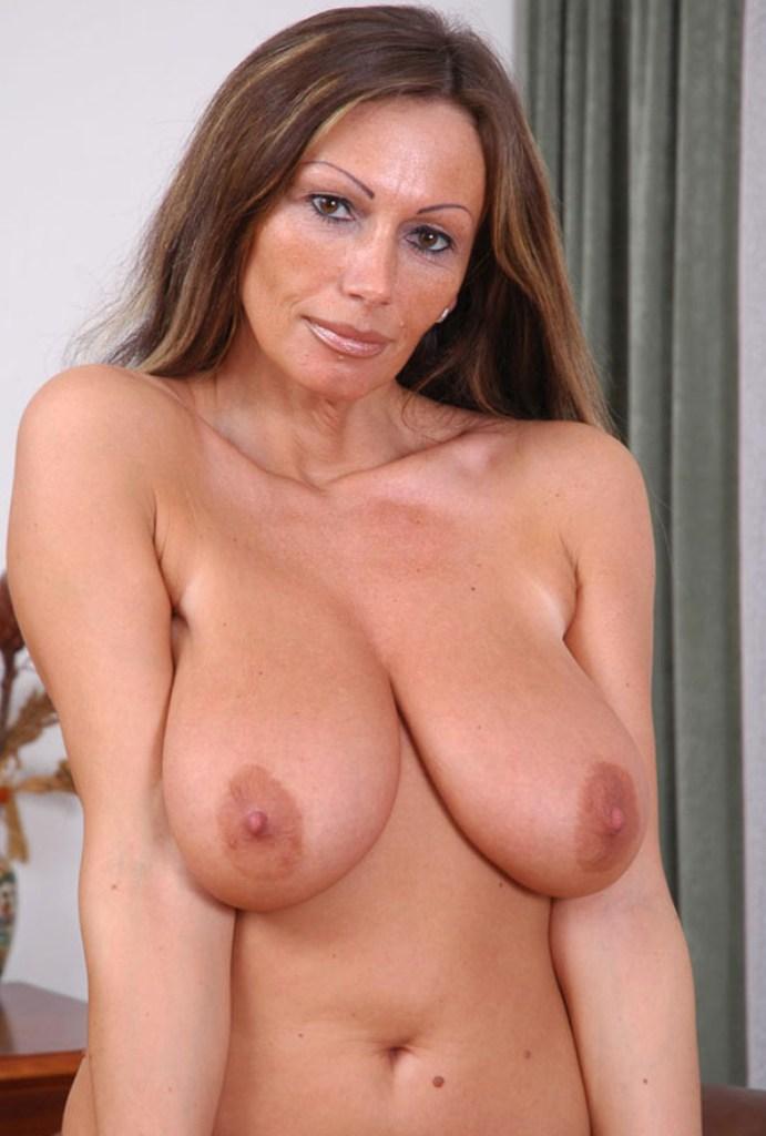 Zum Thema Rubensfrauen verführen oder Cougar Kontaktanzeigen nimm Kontakt auf zu Chantal.