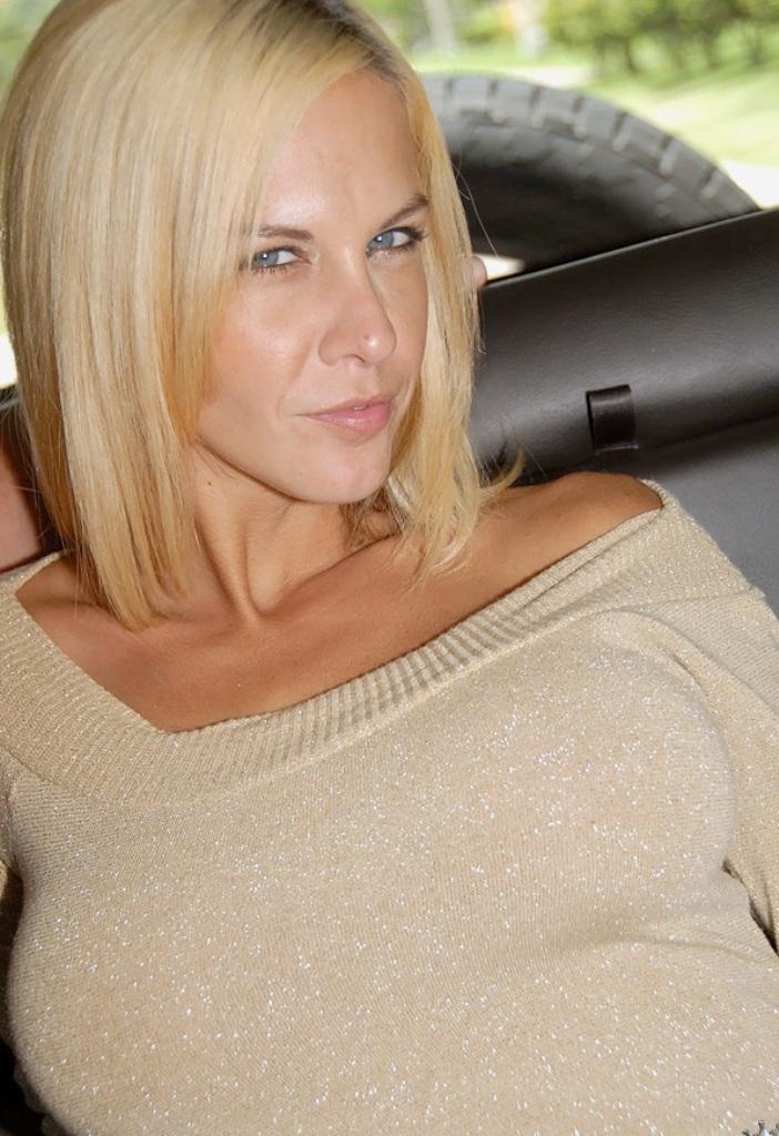Fickmaus Daniela in Bezug auf Damen verführen oder Privater Sex Kontakt Basel anchatten.