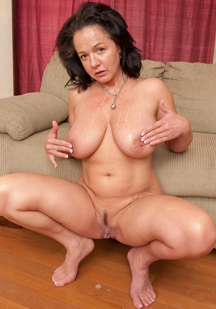 Alleinstehende Frau, Mollige Mama – Nancy liebt es.