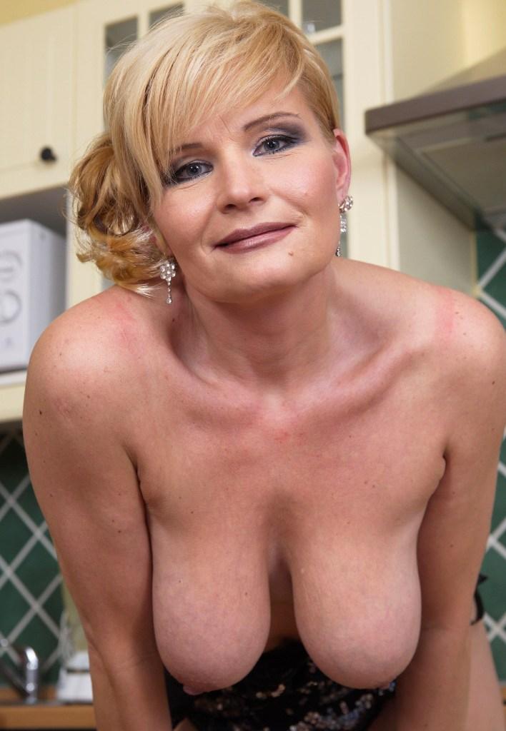 Zum Sexthema Ehefrauen flachlegen aber auch Damen poppen frag Cindy.