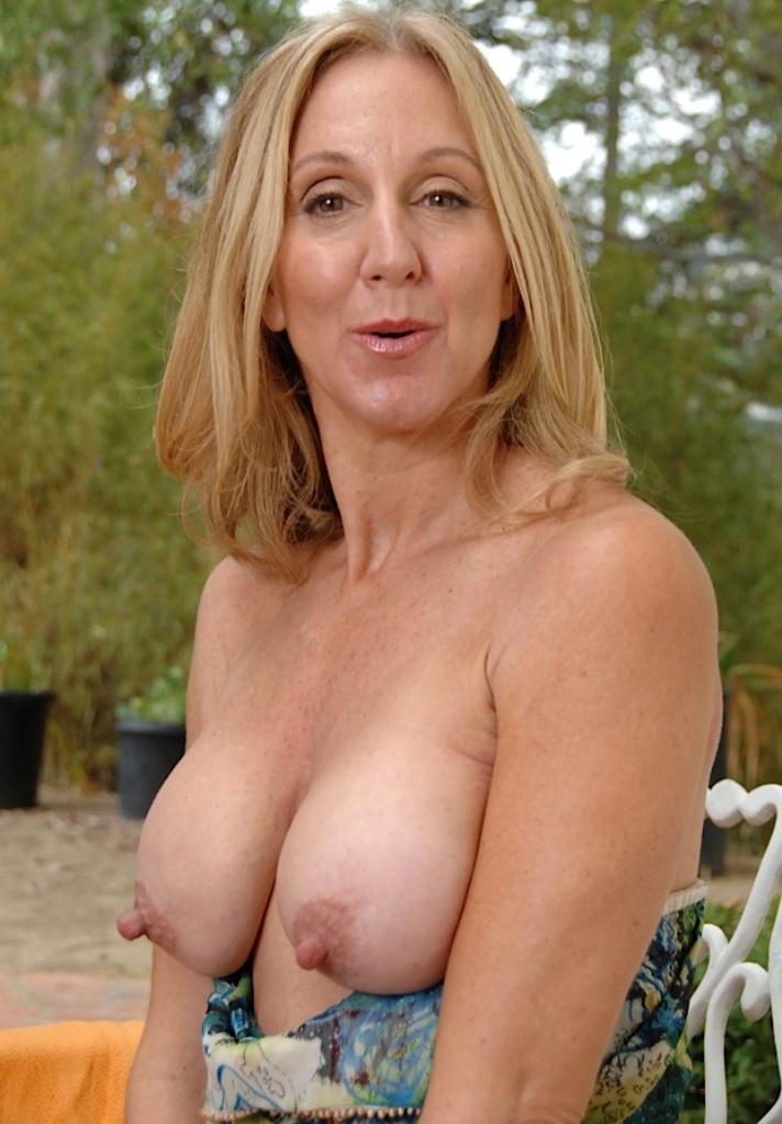 Erotische Damen, Versaute Ehefrauen – Sarah ist dabei.