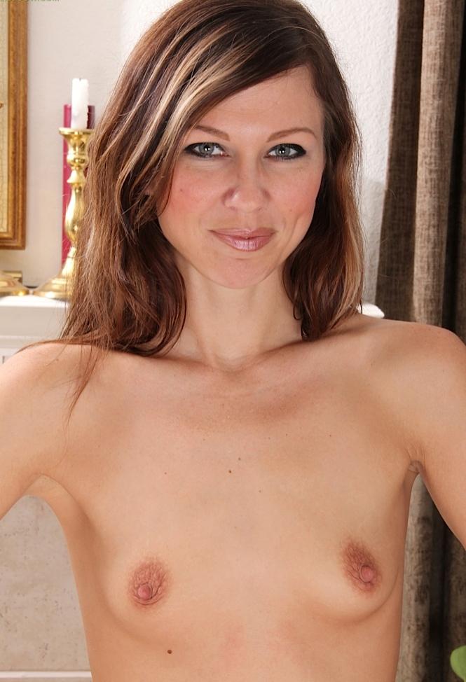 Willige Mutter, Sexy Gilf – Angelika möchte das testen.