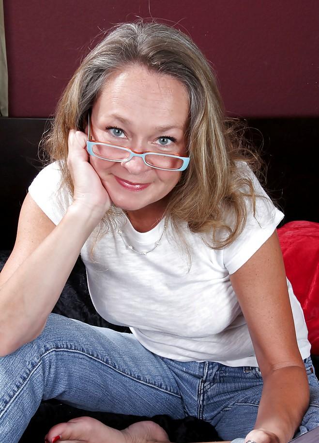 Granny Regina bezüglich Cougar Kontakte und Sextreffen Aachen einfach anschreiben.