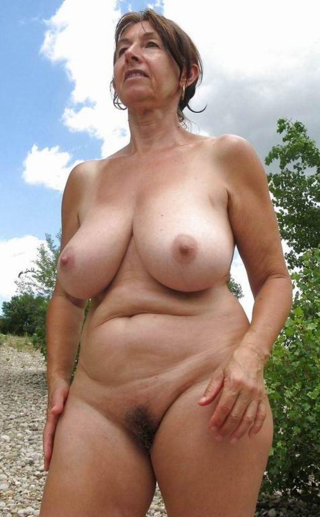 Oma Claudia zum Sexthema Schlampe Kontaktanzeigen oder auch Sexanzeige Aachen anschreiben.
