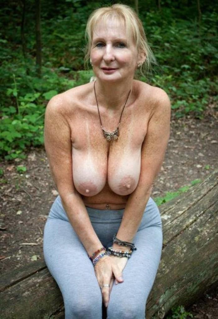 Zum Sexthema Devote Milfs und auch Schlampe verführen kontakatiere doch Fabienne.
