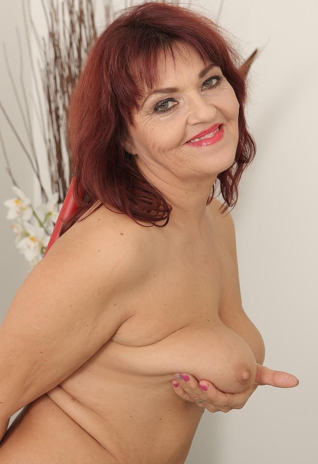 Erotische Mamas, Aufgeschlossene Hausfrau – Heidi liebt es.