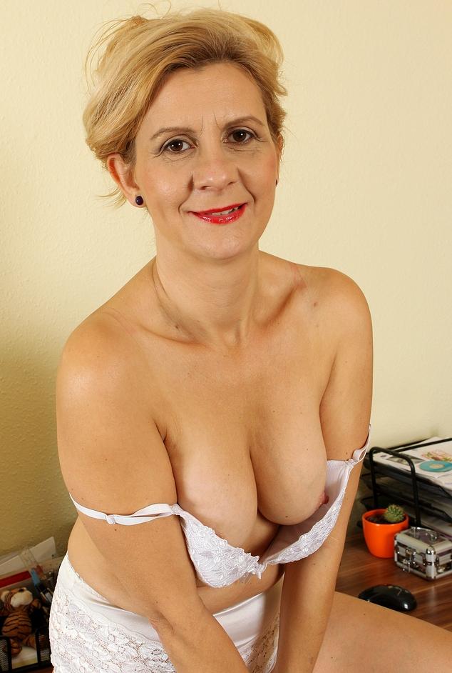 In Sachen Seitensprung Essen und auch Erotik Treffen Hannover - die richtige Antwort hat Anke.