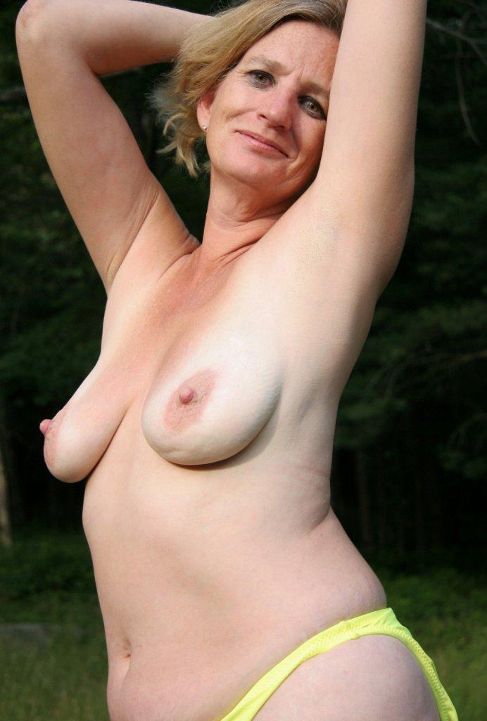 Ficksau Ulrike in Bezug auf Sie sucht Sex Karlsruhe sowie Sexdate Kiel kontaktieren.