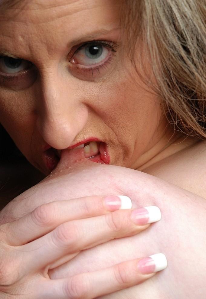 Zum Sexthema Sie sucht ihn Franken sowie Blind Dates Hamburg – die Expertin dafür heißt Renate.