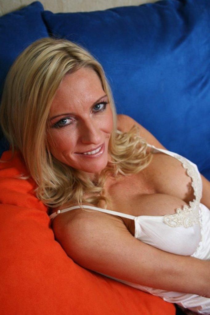 Hausfrau Chantal hinsichtlich Erotische Treffen Kassel oder Fremdgehen Kiel einfach anschreiben.