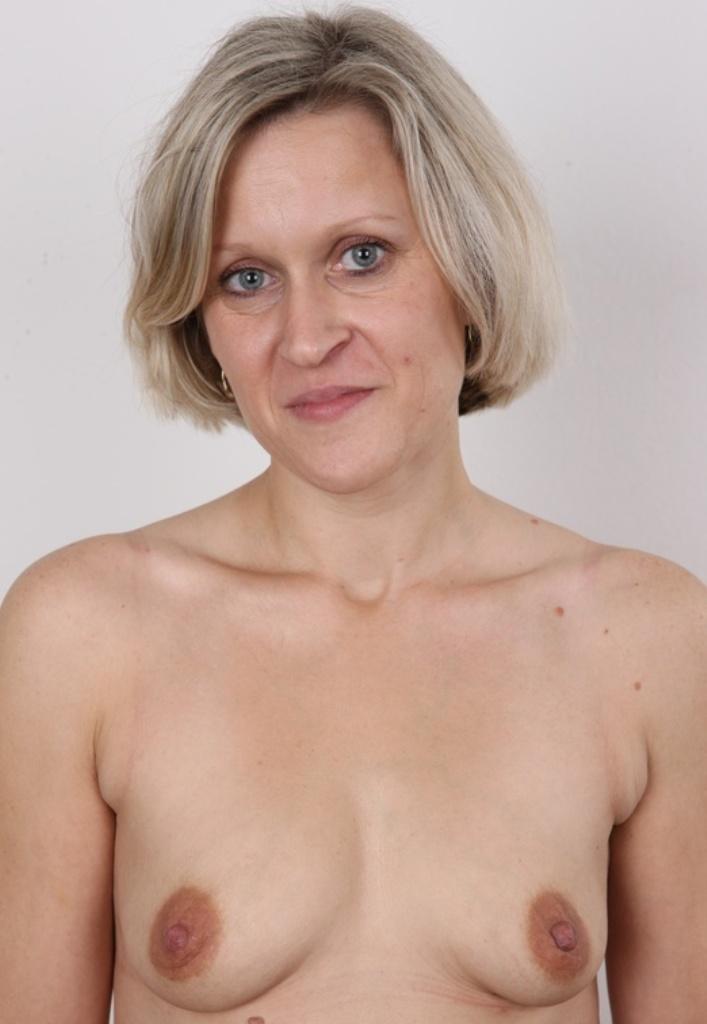 Zum Sexthema MILF Franken sowie Sextreffen Freiburg nimm Kontakt auf zu Ramona.