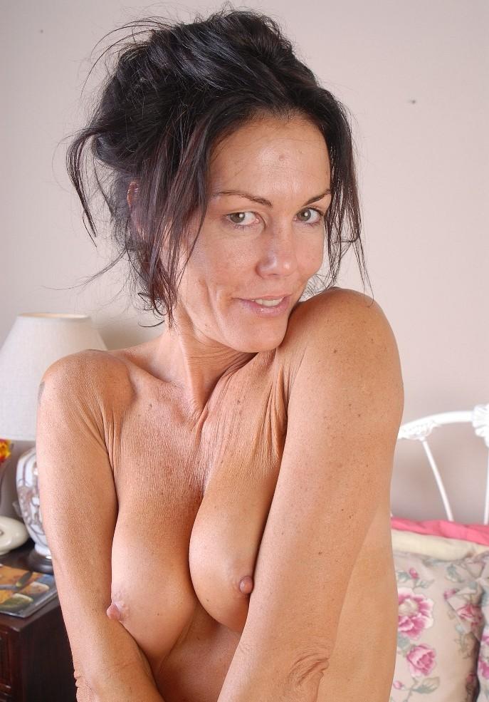Zum Sexthema MILF Tirol oder auch Sex Date Tirol kontakatiere doch Esther.