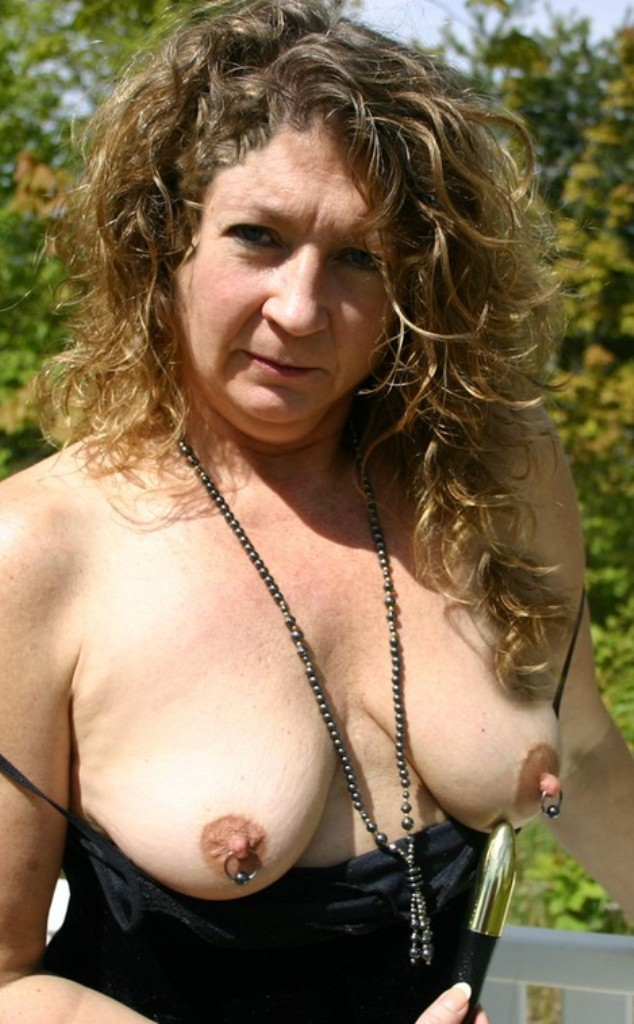 Bezüglich Blind Dates Tirol und auch Erotik Treffen Wiesbaden erwartet Dich im Chat Miriam.
