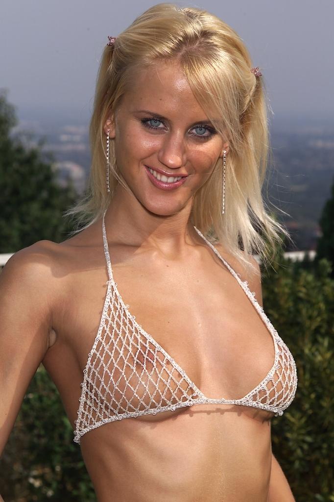 Zum Thema Blind Dates Schwaben und auch Sex Date Wien – die Expertin dafür heißt Sophie.