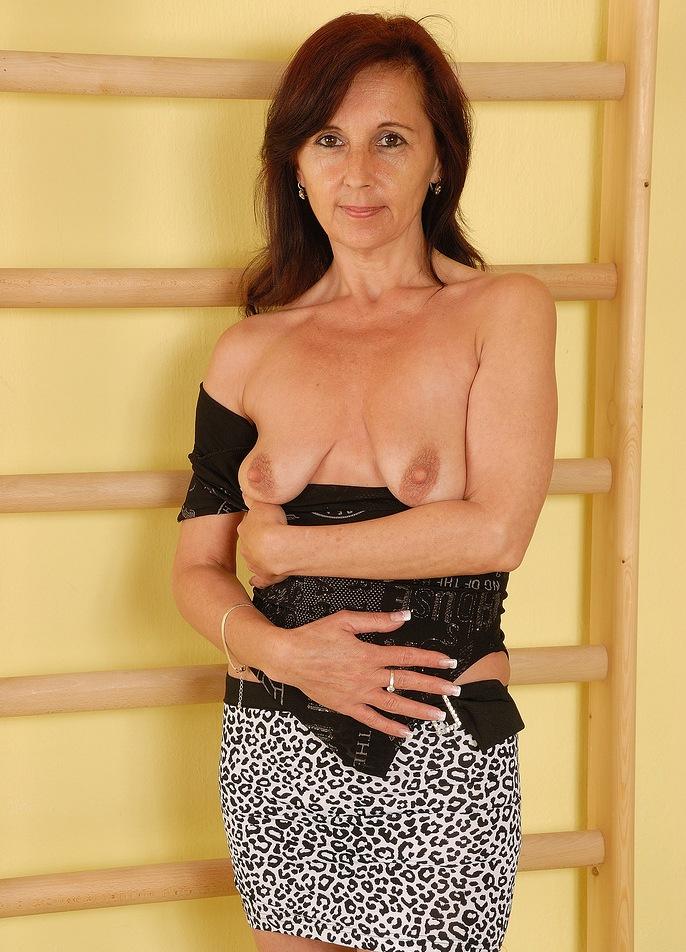 Fickstück Eleonora in Bezug auf Sie sucht ihn Zürich und auch Fickluder fragen.