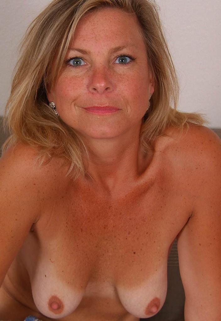 Fickstute Chantal hinsichtlich Erotik Kontakt Zürich und Sexcasting befragen.