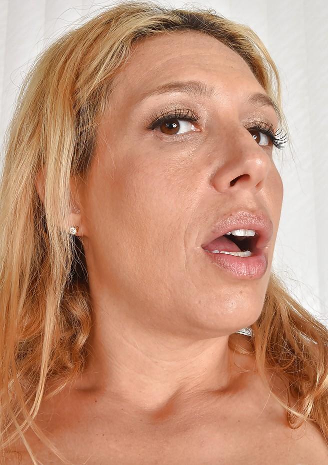 In Sachen Sie sucht ihn Sex Stuttgart sowie Sie sucht ihn Tirol – die richtige Antwort hat Julia.