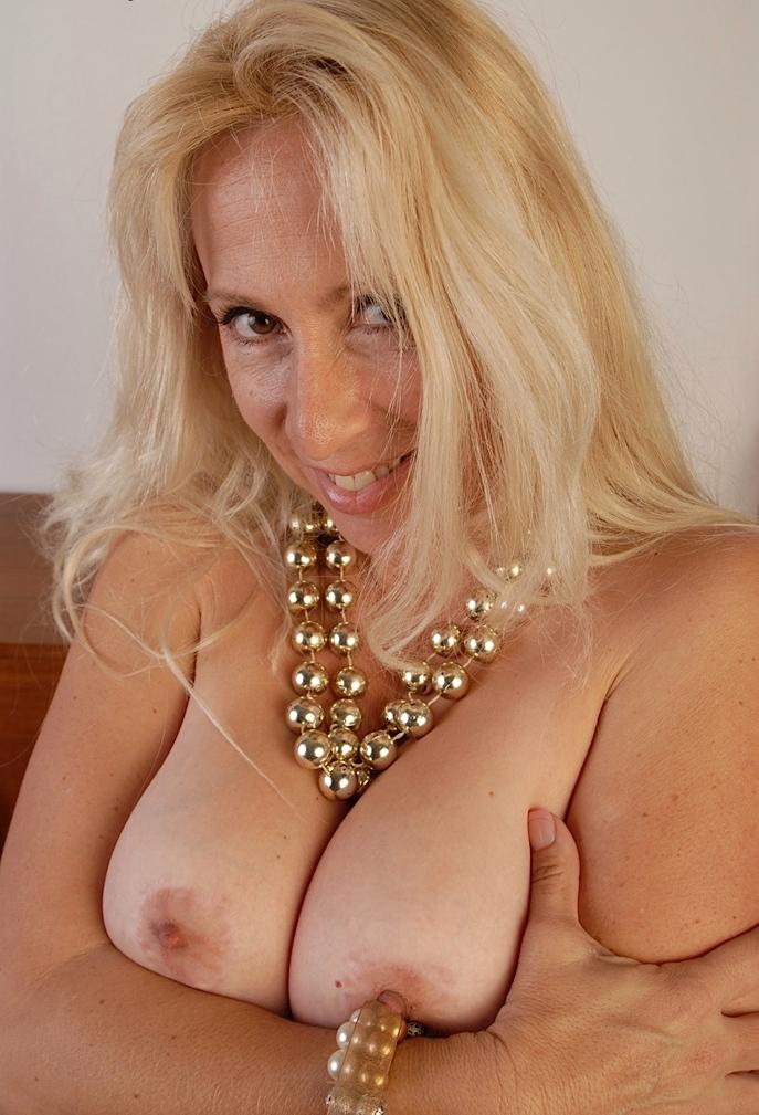 Granny Gaby zum Thema Erotische Treffen Zürich oder Sextreffen anschreiben.