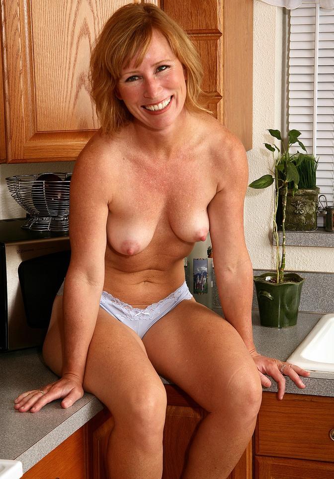 Hausfrau Lara hinsichtlich MILF Zürich bzw. Sexcams anchatten.