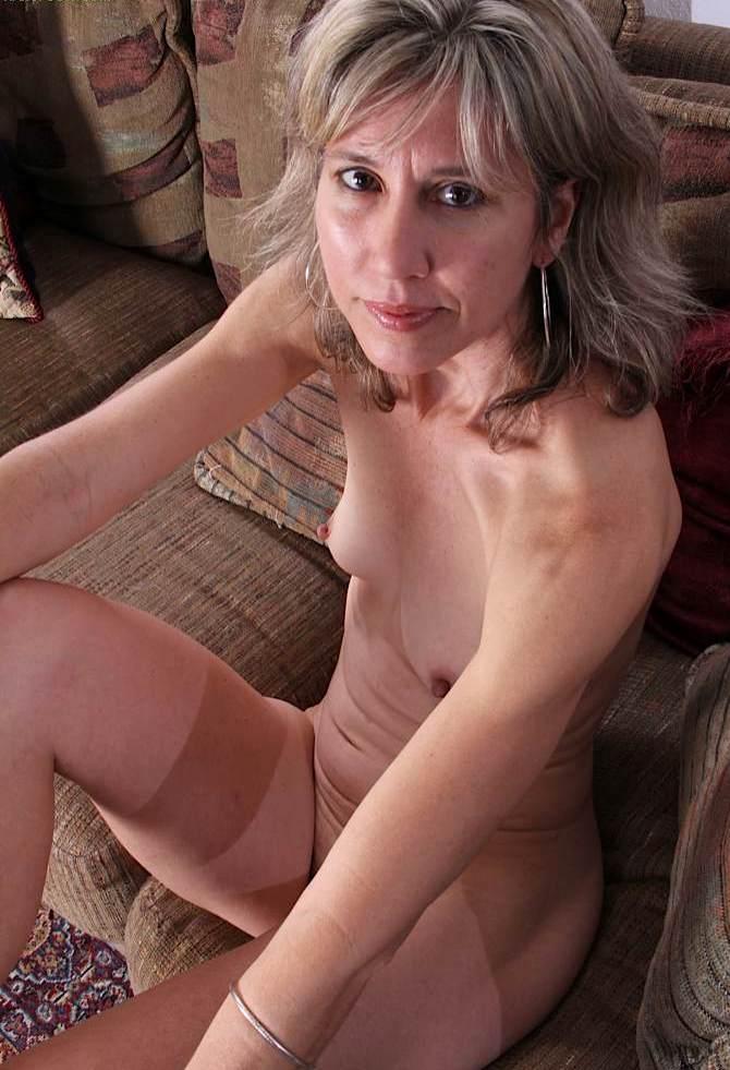 Sexpertin Heidi in Bezug auf Sex Dates Zürich wie auch Schnellfick um Rat fragen.