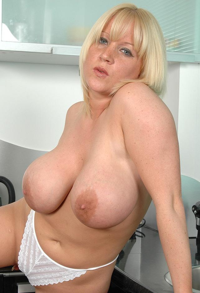 Sexy Annette in Sachen Sex Dates Wuppertal und Camsex anchatten.