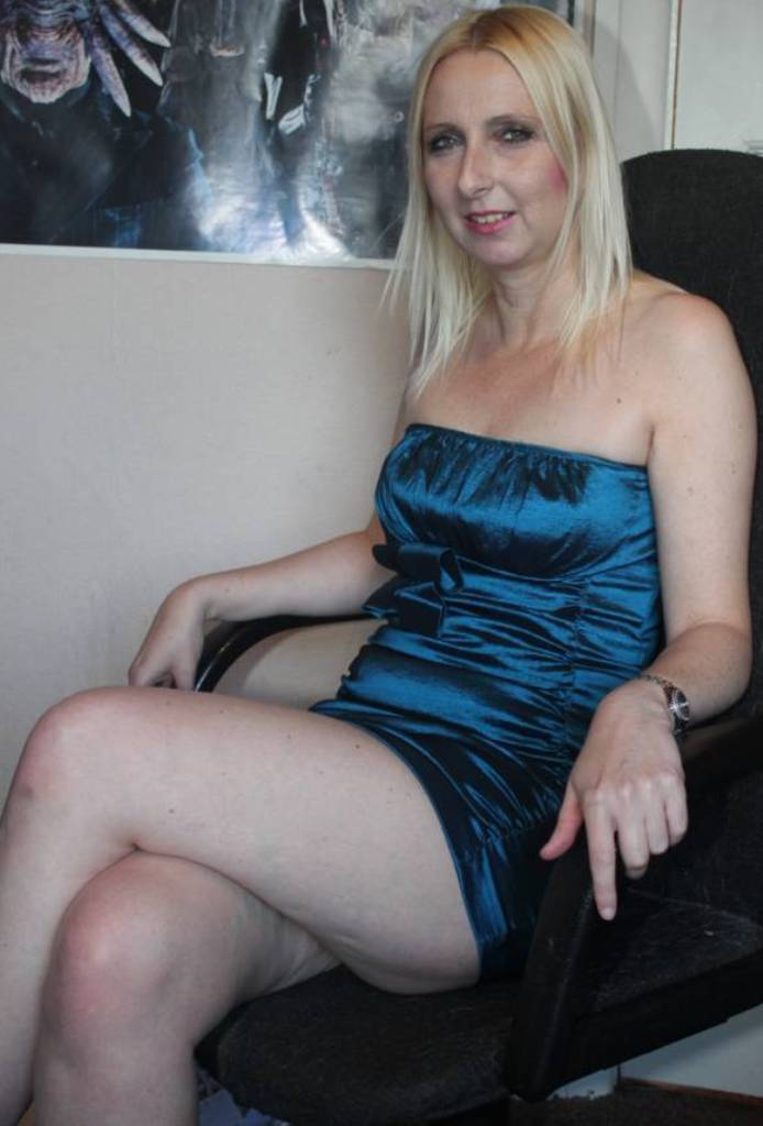 Sie sucht ihn Sex München, Sexkontakt Rostock - Lara ist dabei.